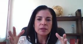 Claudia Graciela Baeza Lara durante la presentación de su trabajo